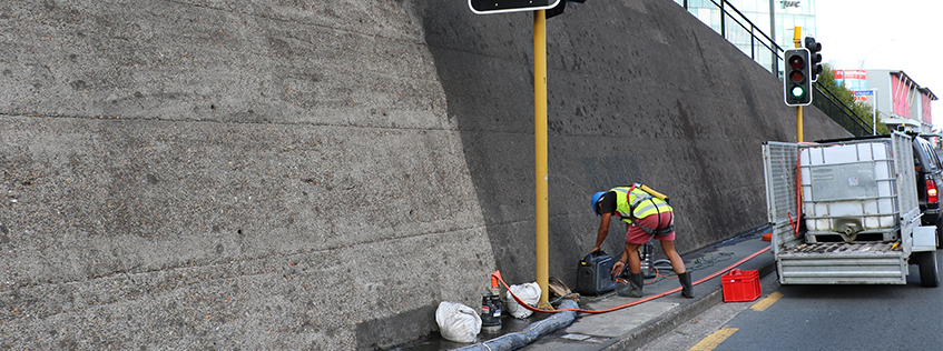 Water blasting of the Anglesea St wall sees some smart water use